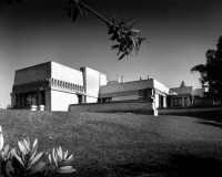 http://www.kennethcowan.com/files/gimgs/th-16_56-285617-exterior-view-of-the-hollyhock-house-los-angeles-1921-shulman-1997-js-221-isla-.jpg